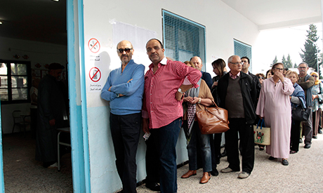 People wait in line outside a polling station to vote in Tunis November 23, 2014. (PHOTO: REUTERS)