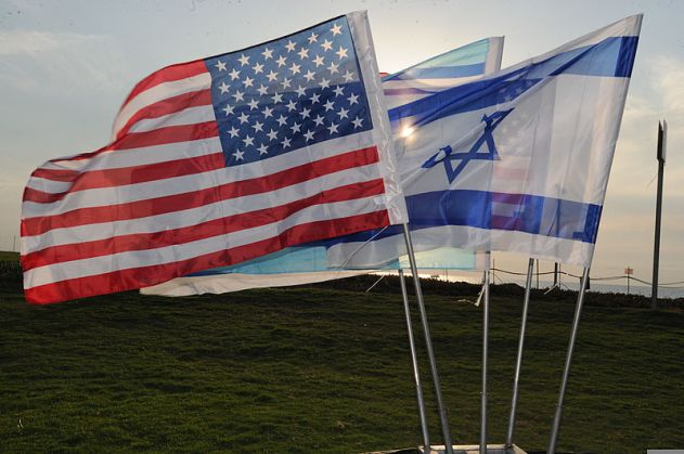 800px-U.S._and_Israeli_flags_are_flown_in_preparation_for_a_media_event_during_Austere_Challenge_2012_in_Israel_121024-F-SM325-002