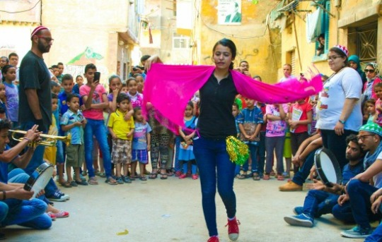 Street Carnival performing in Alexandria with the collaboration of Gudran Association for Art and Development. Location: Kafr Ashry area. (Photo: Shehab Hassan)