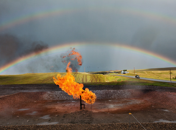 Bakken shale oil well - photo credit: National Geographic