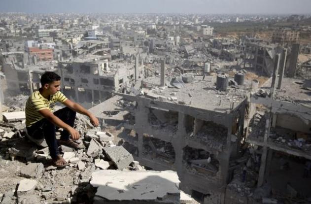 A Palestinian man overlooks destruction in Gaza City's al-Tufah neighborhood, during the second day in a ceasefire on Aug. 6, 2014. (AFP/Mahmud Hams)