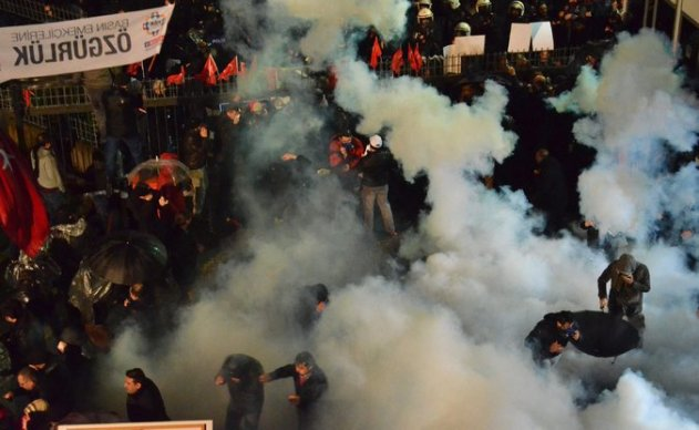 The police dispersed opponents of President Recep Tayyip Erdogan on Friday during a raid on the Zaman newspaper in Istanbul.