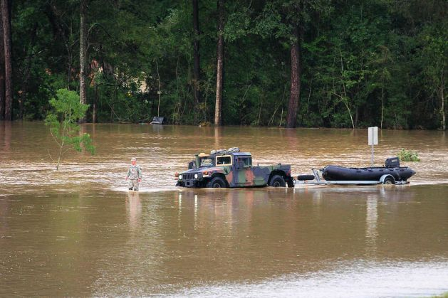 A Louisiana National Guardsman guiding a Humvee through floodwaters off of I-12 outside of Denham Springs. (U.S. Army National Guard photo by Spc. Garrett L. Dipuma/RELEASED)